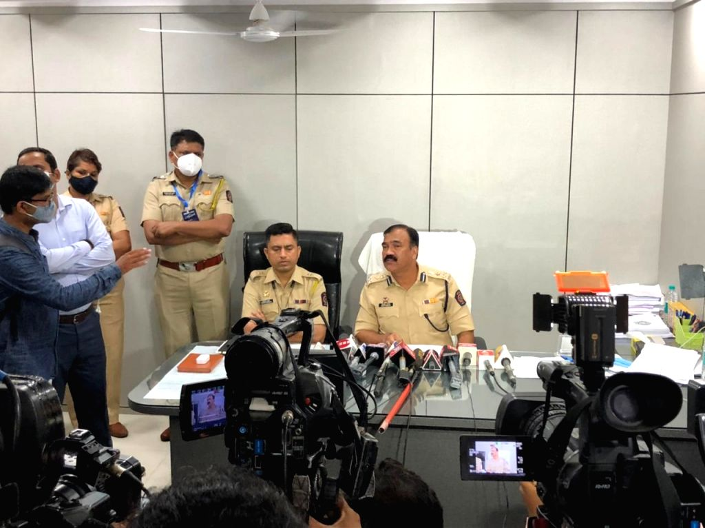 Mumbai : Additional Commissioner of Police DILIP SAWANT and his team address Media on cracking the stunning Covid Vaccination fraud perpetrated on a posh housing society, Hiranandani Heritage ...