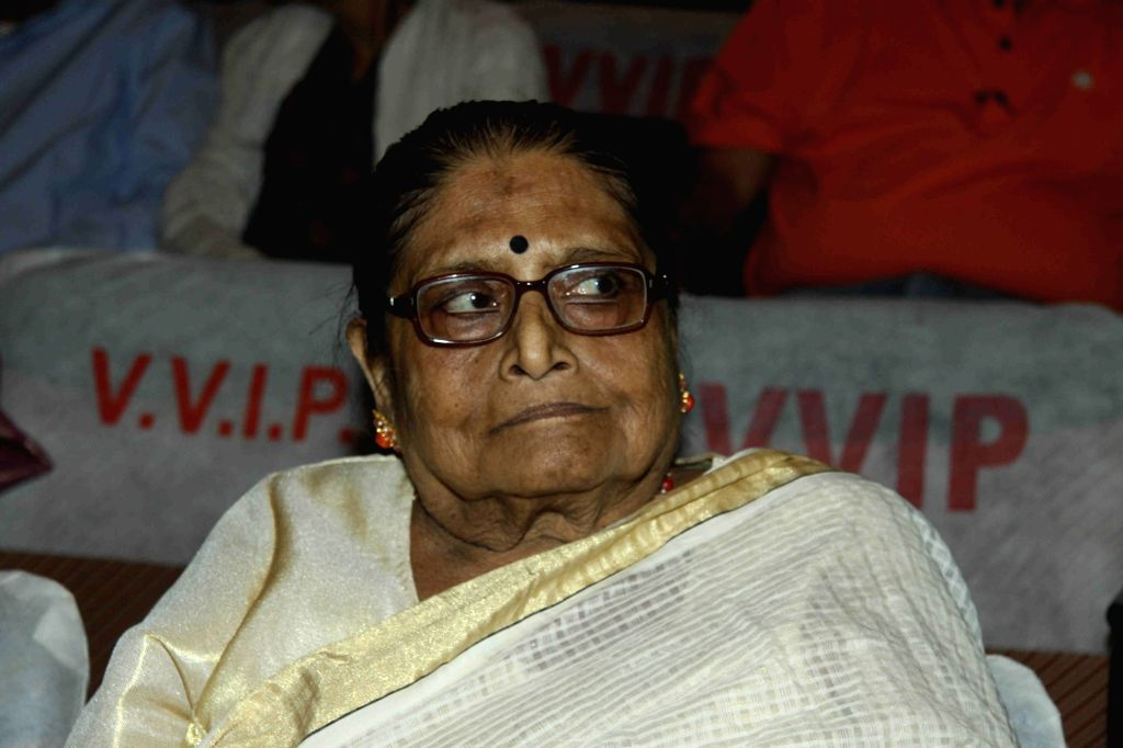 Mumbai: Amit Kumar's mother Ruma Guha Thakurta at Amit Kumar's function of celebrating 50 years of his musical career in Mumbai  on Dec 9, 2015. (Photo: IANS) - Amit Kumar