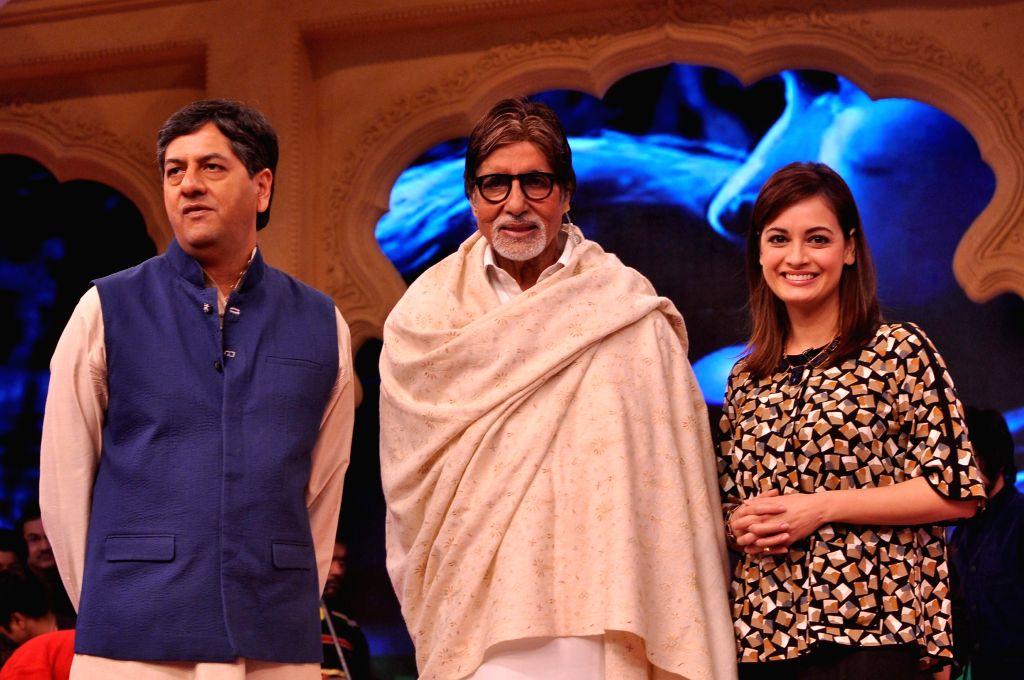 Amitabh Bachchan and Dia Mirza at the Ndtv Mission Swachh Bharat Abhiyaan in Mumbai on Sunday, Dec 14, 2014. - Dia Mirza and Amitabh Bachchan