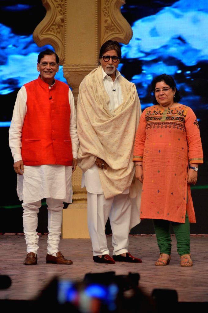 Amitabh Bachchan at the Ndtv Mission Swachh Bharat Abhiyaan in Mumbai on Sunday, Dec 14, 2014. - Amitabh Bachchan