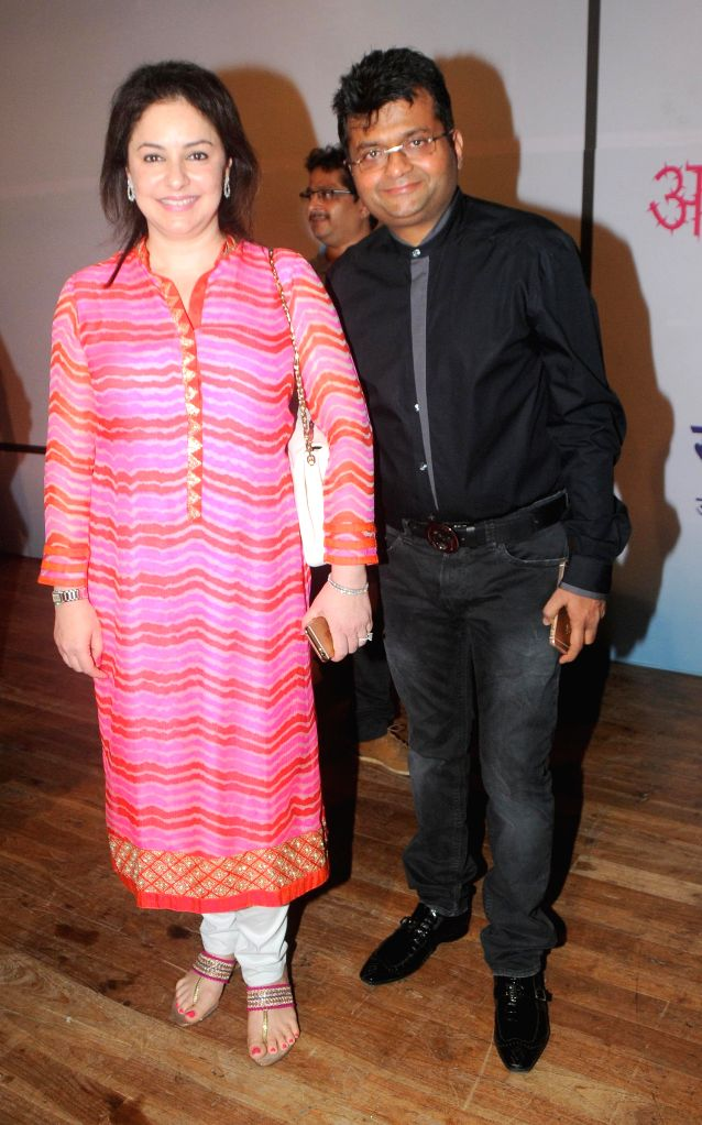 Aneel Murarka with Dr. Anjali Tendulkar during the Cancer awareness event on the occasion of International Women`s Day by Savitri Pratishthan in Mumbai, on March 8, 2015.