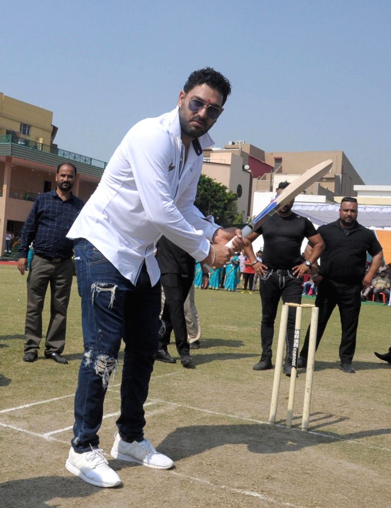 Mumbai, April 20 (IANS) Former India all-rounder Yuvraj Singh on Monday said pressure of being a big money buy in the Indian Premier League (IPL) is felt when you don't perform and people talk about all that moolah going to waste, all the time. - Yuvraj Singh