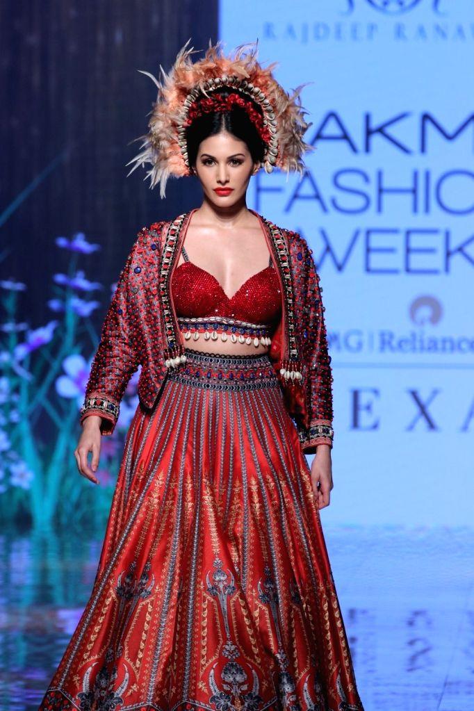 Mumbai, April 22 (IANS) Actress Amyra Dastur has a hilarious Tik-Tok video for fans and followers. - Amyra Dastur