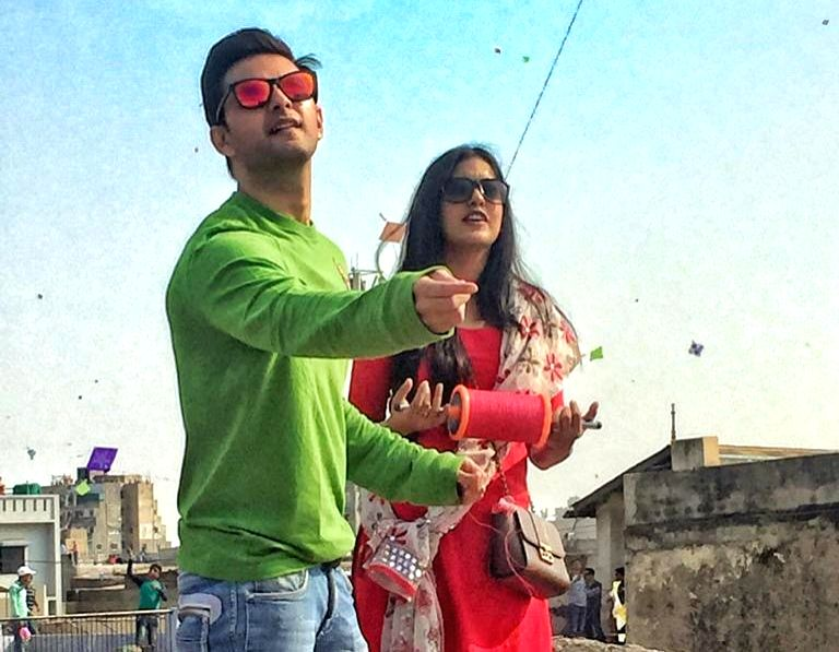 Mumbai, April 22 (IANS) The Bollywood couple of Ishita Dutta and Vatsal Sheth has been uploading content for Instagram followers, aimed at tickling the funny bone, during the ongoing lockdown.