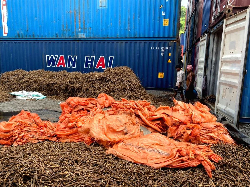 Mumbai, Aug 10 (IANS) In one of the biggest narcotics haul in Mumbai, the Mumbai Customs and Department of Revenue Intelligence (DRI) have seized 191 kg of heroin worth around Rs 1,000 crore from a cargo container at Nhava Sheva Port Trust, officials