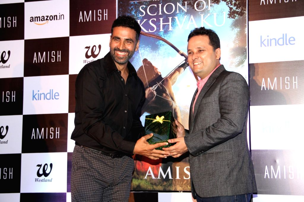 Author Amish Tripathi and actor Akshay Kumar during the unveiling his forthcoming book cover 'Scion of Ikshkavu' in Mumbai, on March 27, 2015 - Akshay Kumar