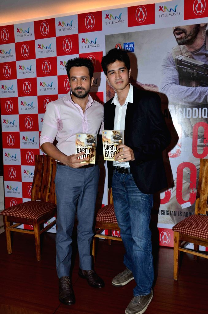 Author Bilal Siddiqi with Actor Emraan Hashmi during the launch of his book - The Bard of Blood  in Mumbai on 4th May 2015 - Emraan Hashmi