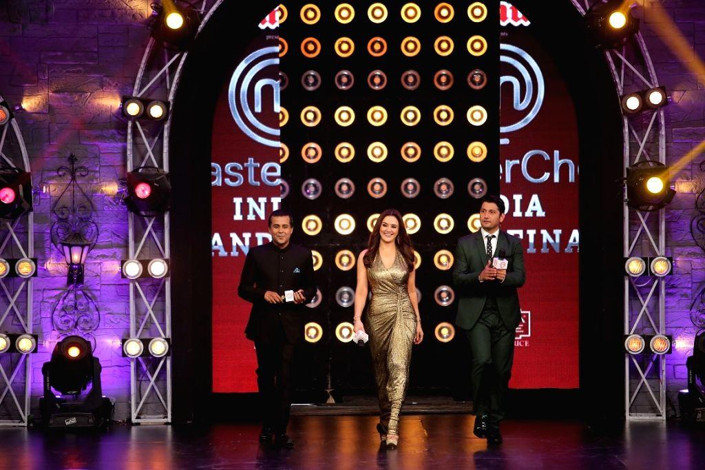 Author Chetan Bhagat, actress Preity Zinta and choreographer Marzi Pestonji at the grand finale of ``MasterChef India 4`` in Mumbai on April 12, 2015. - Preity Zinta
