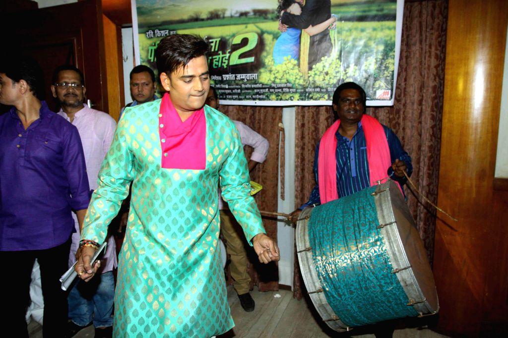 Bhojpuri actor Ravi Kishan during the Holi celebration on Big Magic Gana Channel and promotion of film Pandit Ji Batai Na Na Biyah Kab Hoi 2 in Mumbai on March 4, 2015. - Ravi Kishan