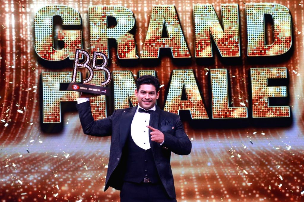 Mumbai: Bigg Boss 13 winner Siddharth Shukla with the Trophy at the grand finale of the reality show, in Mumbai on Feb 16, 2020. (Photo: IANS)