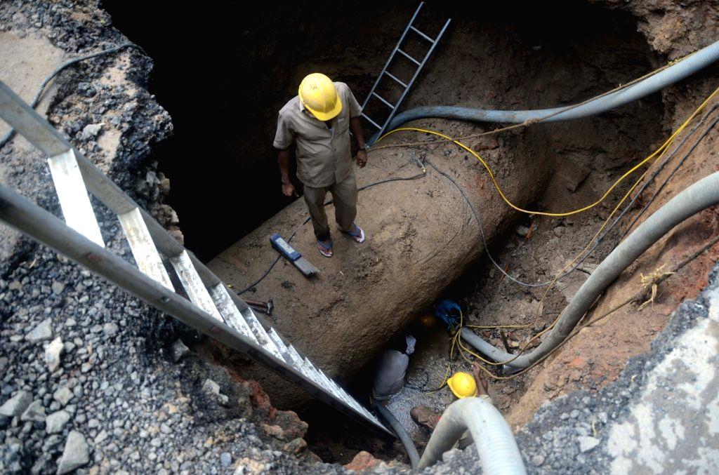 Mumbai: BMC workers busy repairing water pipe line leakage at LJ Road in Mumbai, on July 14, 2016. (Photo: IANS)