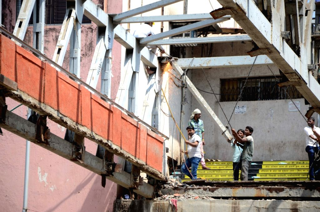 Mumbai: Brihanmumbai Municipal Corporation (BMC) officials demolish remaining parts of the bridge that crashed near the Chhatrapati Shivaji Maharaj Terminus, in Mumbai on March 15, 2019. (Photo: IANS)