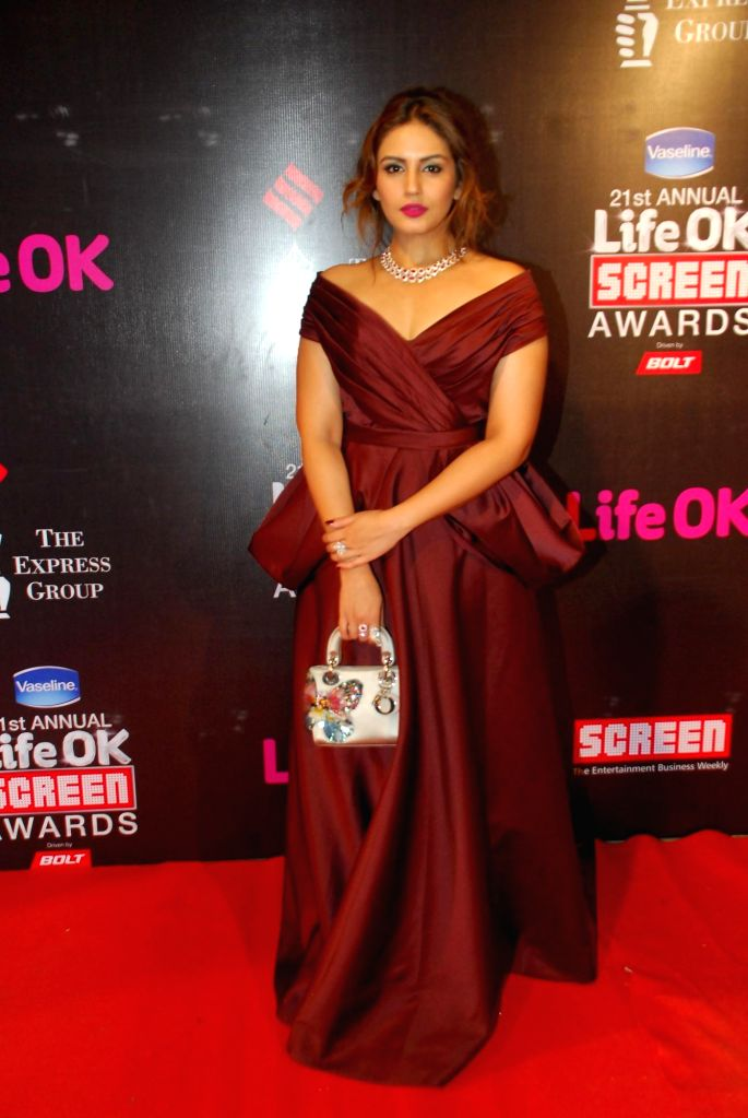 Celebs at 21st Annual Life OK Screen Awards in Mumbai on Jan. 14, 2015.