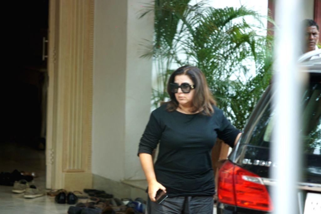 Mumbai: Choreographer-filmmaker Farah Khan arrives to attend the funeral of Krishna Raj Kapoor, the widow of the legendary Bollywood actor-filmmaker Raj Kapoor in Mumbai on Oct 1, 2018. (Photo: IANS) - Farah Khan and Raj Kapoor