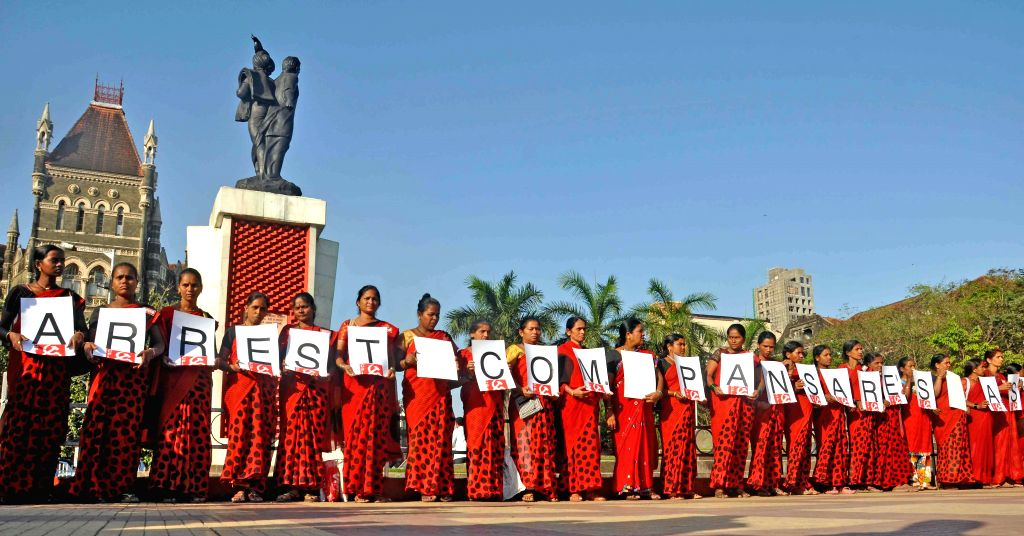 CPI workers form a human chain to demand arrest of the murders of veteran CPI leader Govind Pansare at Hutatma Chowk in Mumbai, on March 2, 2015.