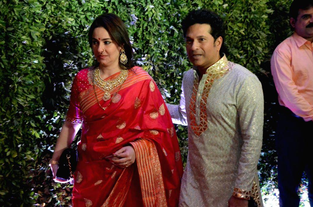 Mumbai: Cricket legend Sachin Tendulkar with his wife Anjali Tendulkar at Maharashtra Navnirman Sena (MNS) chief Raj Thackeray's son Amit Thackeray's wedding reception in Mumbai, on Jan 27, 2019. (Photo: IANS) - Sachin Tendulkar
