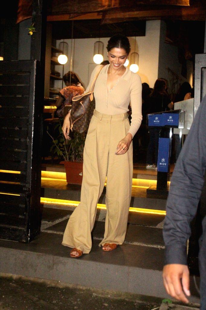 Mumbai : Deepika Padukone Spotted at Mizu Restaurant at Bandra in Mumbai Thursday, September 30, 2021. - Deepika Padukone Spotted