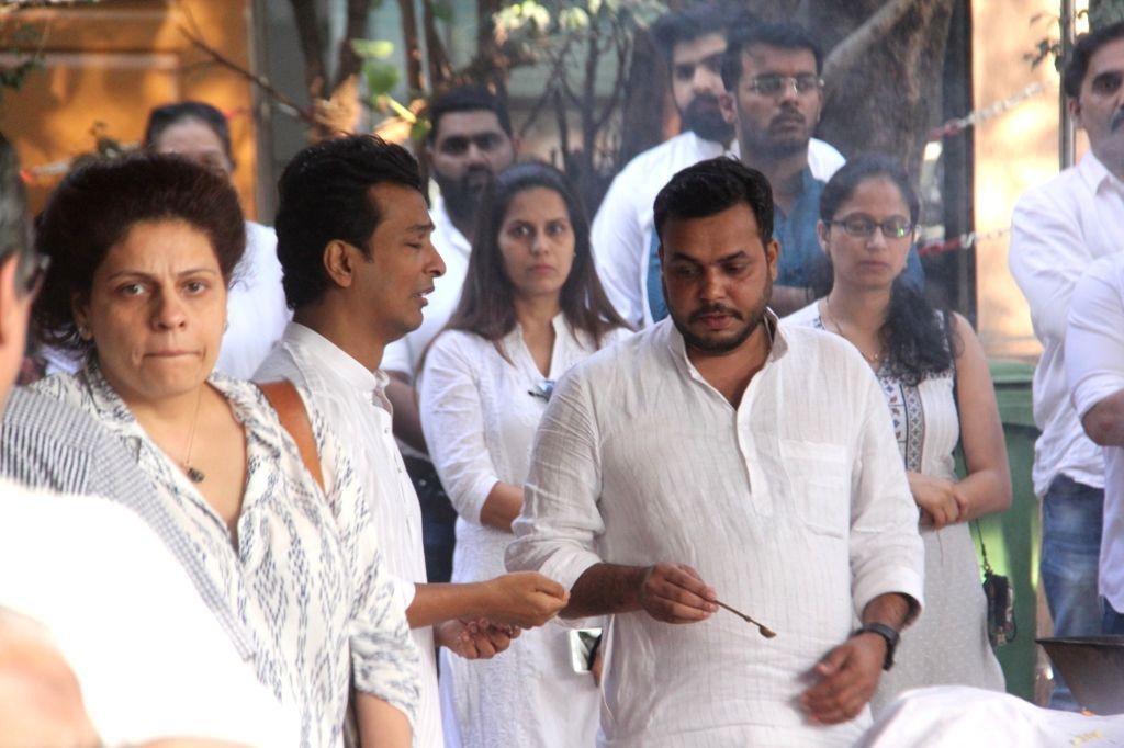 Mumbai: Designer and filmmaker Vikram Phadnis during the cremation ritual of his mother Ranjana Phadnis, in Mumbai on Feb 10, 2019. (Photo: IANS)