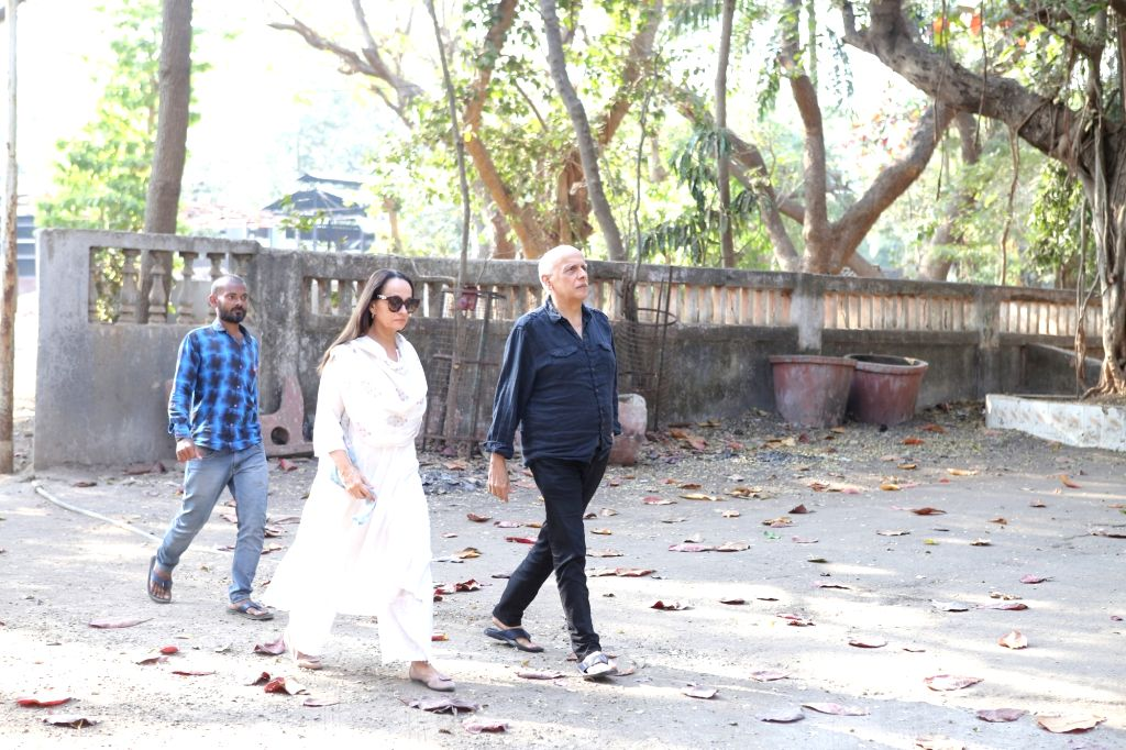 Mumbai: Director Mahesh Bhatt with his wife Soni Razdan arrives at the residence of Raj Kumar Barjatya who died on in Mumbai on Feb 21, 2019. (Photo: IANS) - Kumar Barjatya