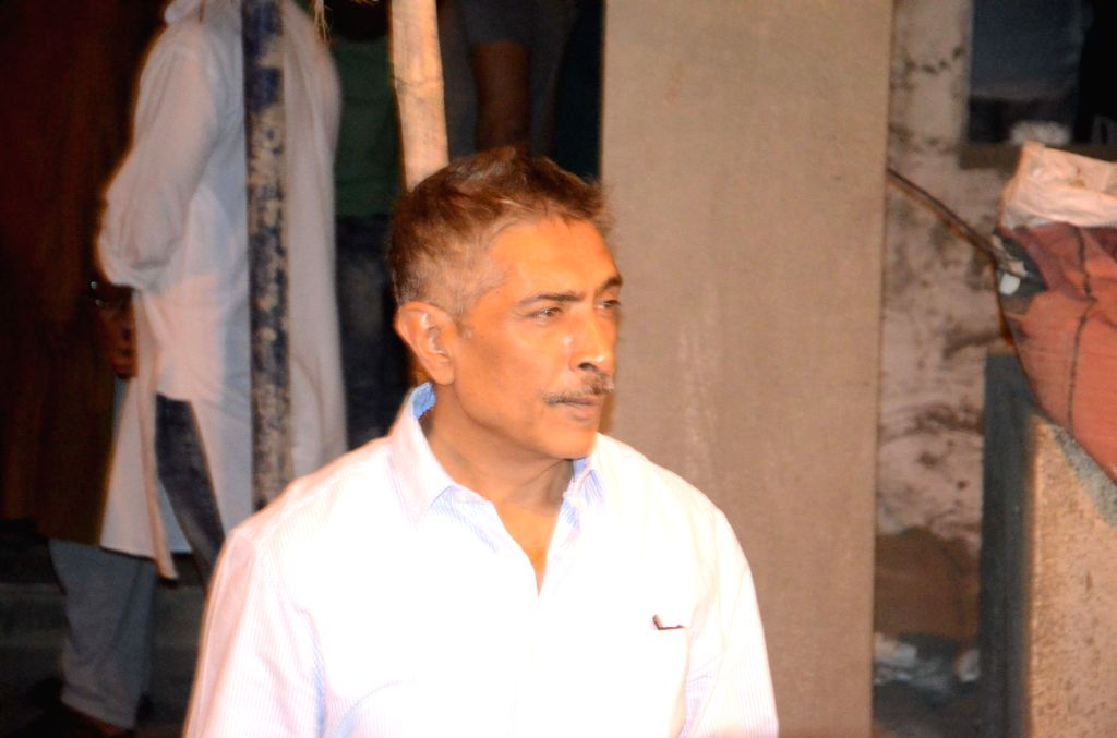 Mumbai: Director Prakash Jha at the funeral of actor Om Puri in Mumbai on Jan 6, 2017. Om Puri who passed away after a massive heart attack. (Photo: IANS) - O