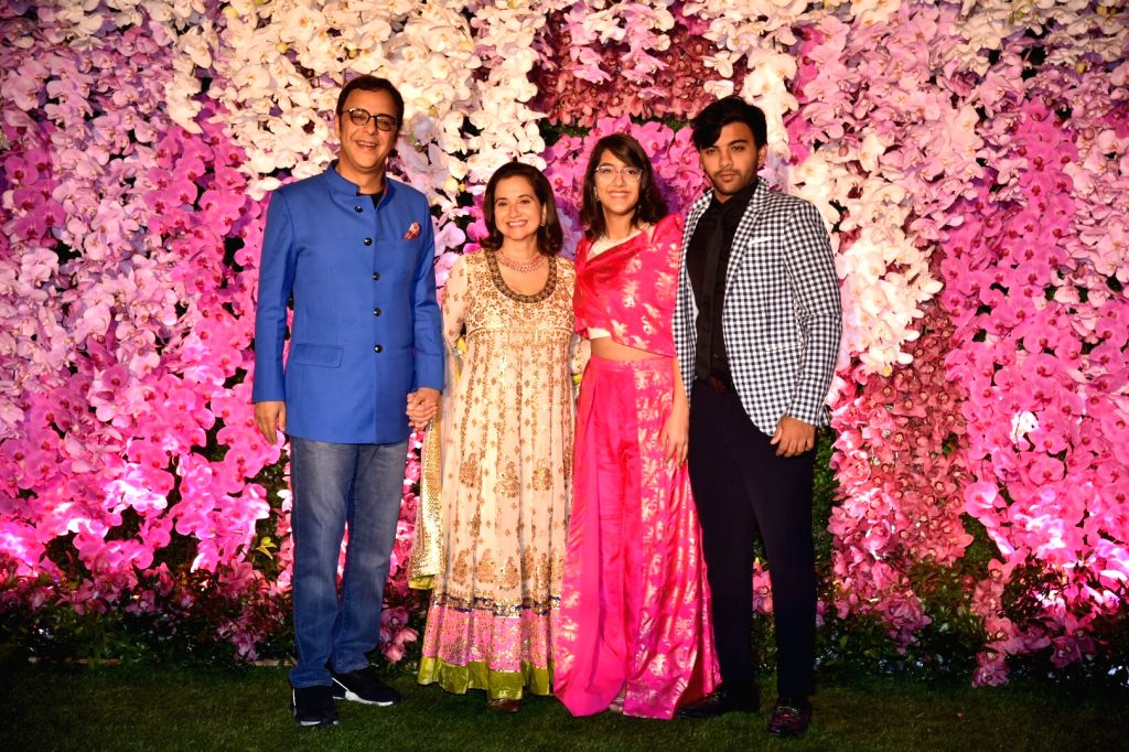 Mumbai: Director Vidhu Vinod Chopra along with his wife Anupama Chopra and children at the wedding reception of Akash Ambani and Shloka Mehta in Mumbai on March 10, 2019. (Photo: IANS) - Vidhu Vinod Chopra, Anupama Chopra, Akash Ambani and Shloka Mehta