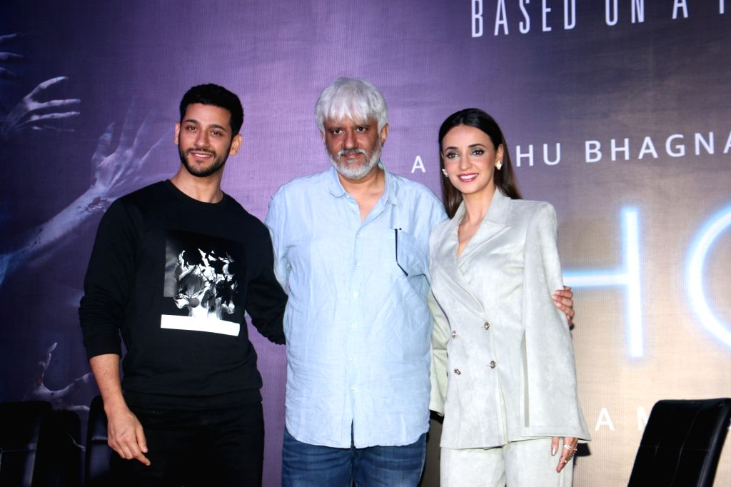 "Mumbai: Director Vikram Bhatt and actors Shivam Bhaargava and Sanaya Irani at a press conference during the promotions of their upcoming film ""Ghost"" in Mumbai on Oct 15, 2019. (Photo: IANS) - Shivam Bhaargava and Sanaya Irani"