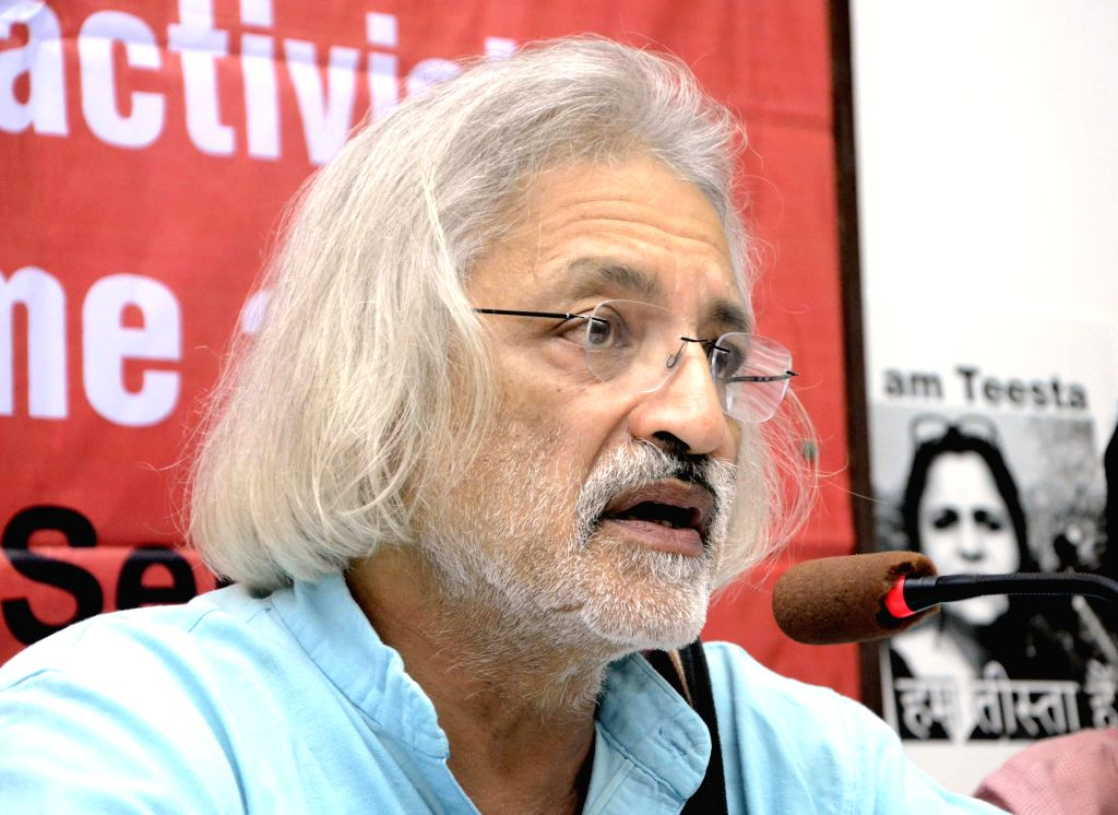 Documentary filmmaker Anand Patwardhan addresses a press conference supporting social activist Teesta Setalvad in Mumbai, on Feb 17, 2015.