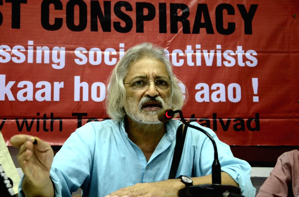 Mumbai: Documentary filmmaker Anand Patwardhan addresses a press conference supporting social activist Teesta Setalvad in Mumbai, on Feb 17, 2015. (Photo: Sandeep Mahankal/IANS)