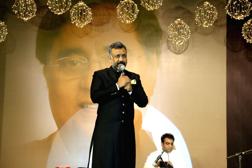 Mumbai: Filmmaker Anubhav Sinha during a musical tribute to ghazal maestro Jagjit Singh by Tum Bin 2 makers Anubhav Sinha and Bhushan Kumar on his 5th death anniversary in Mumbai on Oct. 10, 2016. (Photo: IANS) - Anubhav Sinha, Jagjit Singh and Bhushan Kumar