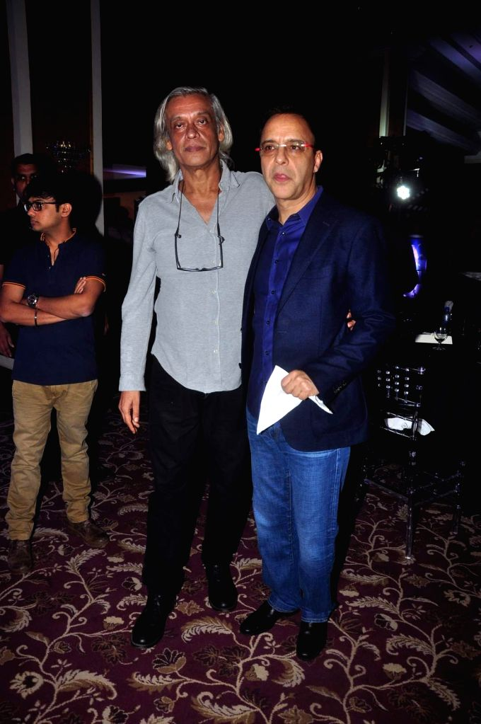 Filmmakers Sudhir Mishra and Vidhu Vinod Chopra during an event organised by Jammu and Kashmir government to promote J&K as a prime tourist destination and a shooting location for movies, ... - Sudhir Mishra and Vidhu Vinod Chopra