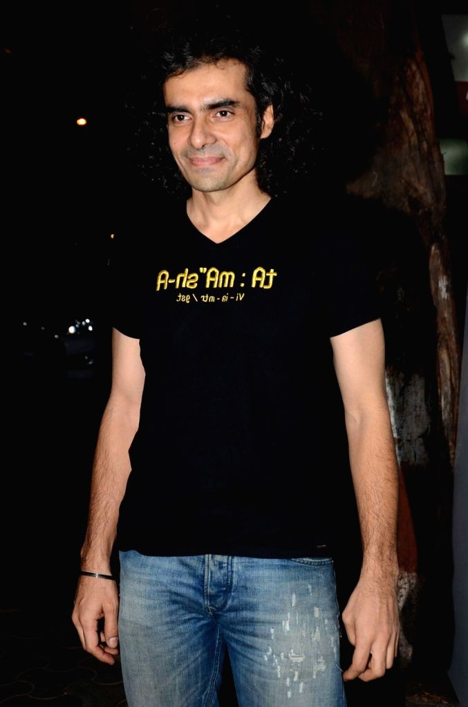 :Mumbai: Filmmaler Imtiaz Ali during a Diwali dinner Party in Mumbai, on Nov 7, 2015. (Photo: IANS).