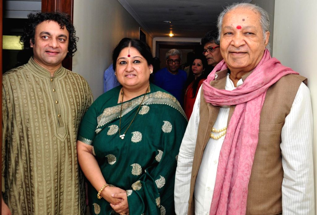 Flute Legend Pandit Hariprasad Chaurasia with Vocalist Shubha Mudgal , Aneesh Pradhan, the well known tabla player during a classical musical concert Mharo Pranam, a tribute to Thumri queen ..