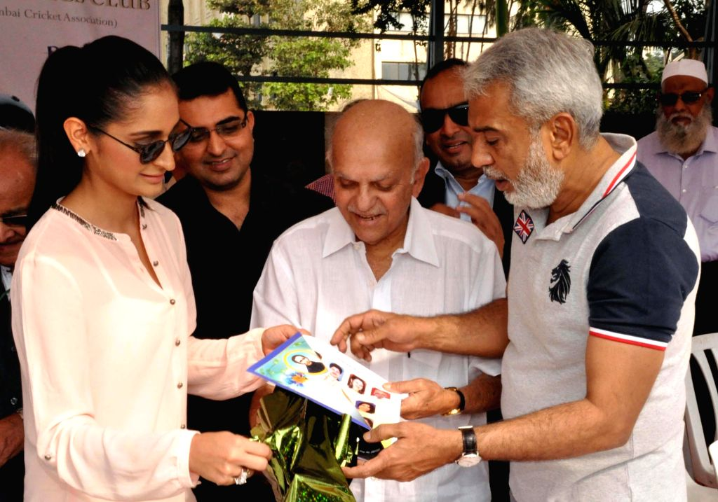 Mumbai: Former Indian cricketer Madhav Apte and Miss India Earth Alankrita Sahai at the inauguration of a National Blind Cricket Tournament match between Maharashtra and Punjab at the Islam Gymkhana in Mumbai, on Jan 22, 2015. (Photo: Sandeep Mahanka