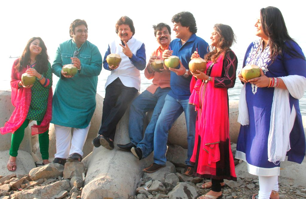 "Ghazal Maestro Pankaj Udhas along with Young ghazal singers at Shivaji Park Chowpatty to announce ""Ghazal Harmony"" a unique Ghazal Concert organized in aid of The Parents Association ..."