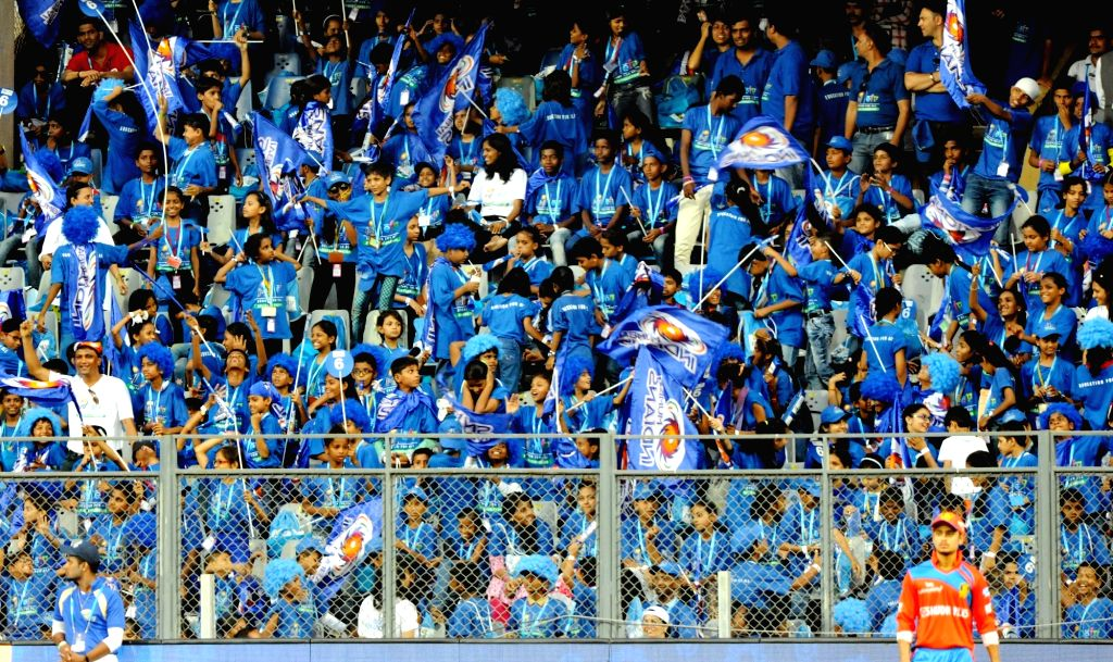 Mumbai Indians fans. (Photo: IANS)