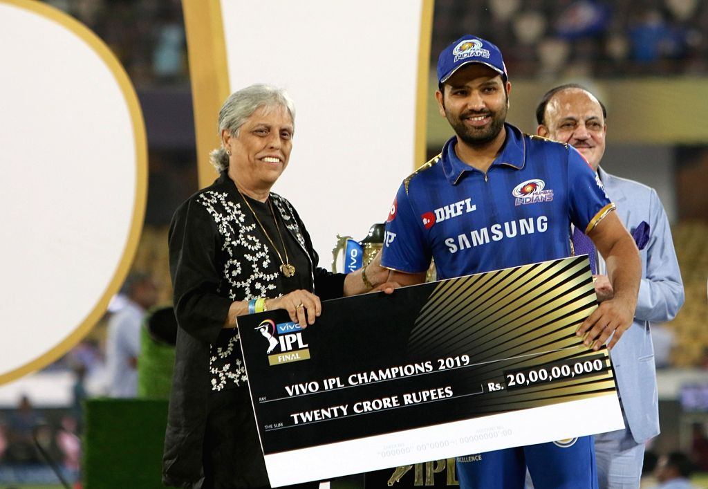 Mumbai Indians' skipper Rohit Sharma pose with the IPL 2019 Champions award during the presentation ceremony at Rajiv Gandhi International Stadium in Hyderabad, on May 12, 2019. - Rohit Sharma