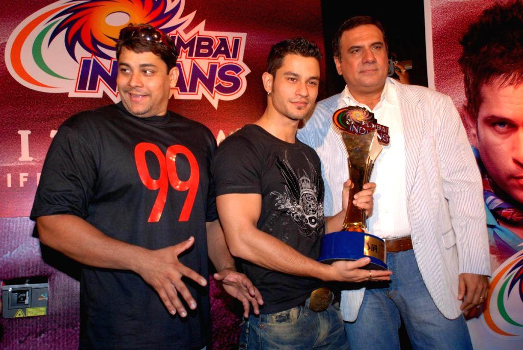 Mumbai Indians Tie up with Film 99.