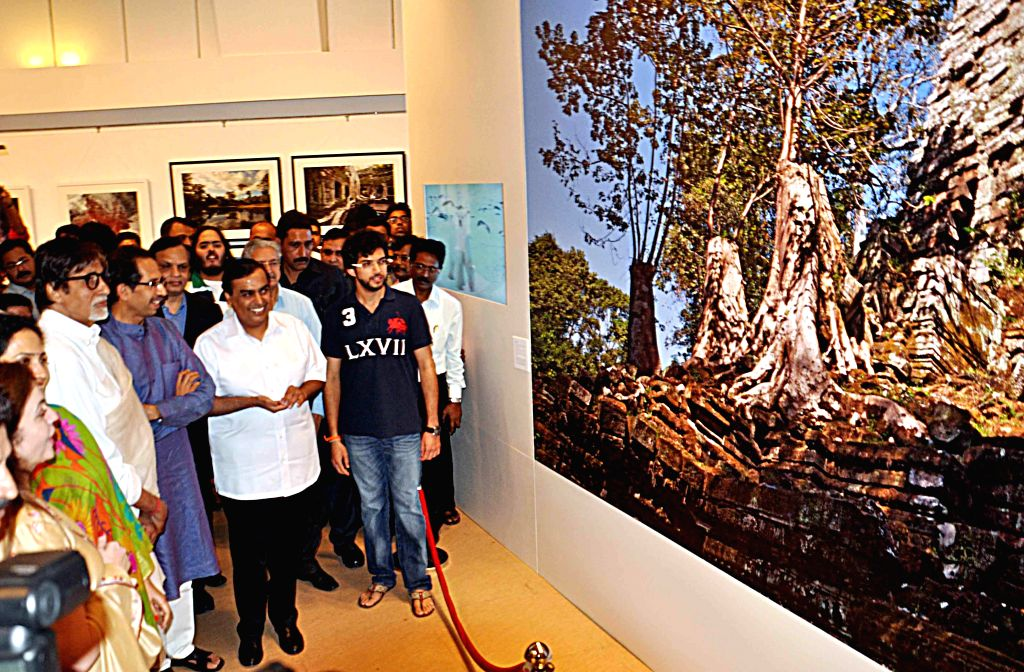 Industrialist Mukesh Ambani with his wife Nita Ambani and actor Amitabh Bachchan at Shiv Sena Chief Uddhav Thackeray's photography exhibition organised to raise funds for drought affected ... - Amitabh Bachchan, Mukesh Ambani and Nita Ambani