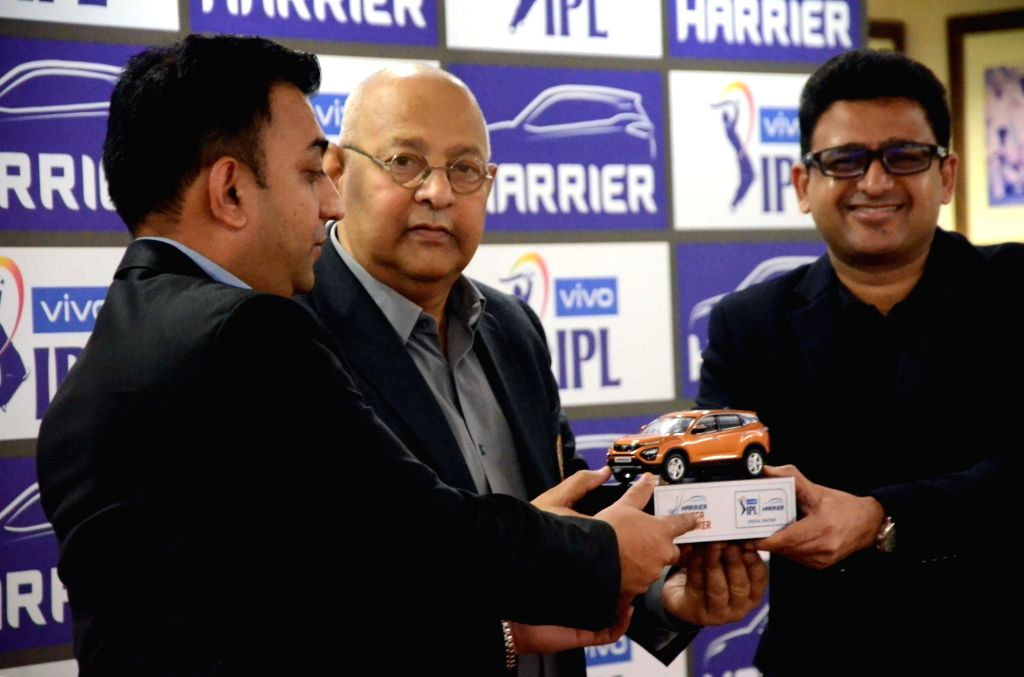 Mumbai: IPL COO Hemang Amin, BCCI Secretary Amitabh Choudhary and Tata Motors Head Marketing (Passenger Vehicles Business Unit) Vivek Srivatsa during a press conference at BCCI Centre in Mumbai on March 4, 2019. (Photo: IANS) - Amitabh Choudhary