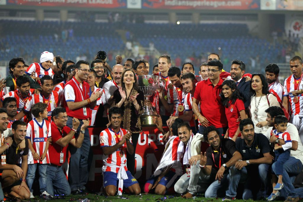 ISL chairperson Nita Ambani with team Atletico de Kolkata, who defeated Kerala Blasters FC to clinch the first ISL trophy at at D.Y Patil Stadium, in Mumbai on Dec 20, 2014. - Nita Ambani and Y Patil Stadium