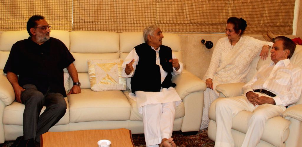 Jammu and Kashmir Chief Minister Mufti Muhammad Sayeed meets actors Dilip Kumar and Saira Banu in Mumbai, on April 30, 2015. - Mufti Muhammad Sayeed and Saira Banu