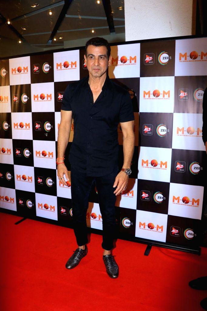 "Mumbai, June 10 (IANS) Actor Ronit Roy had ""special moments"" while shooting for ""Kehne Ko Humsafar Hain"" season 3. - Ronit Roy"