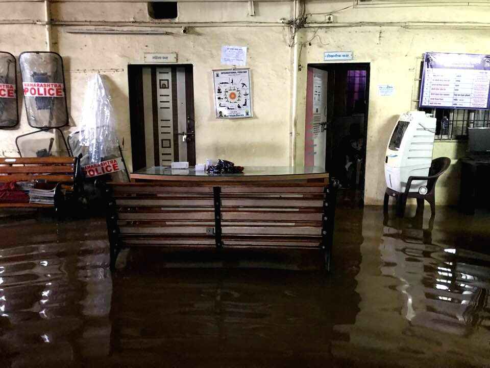 Mumbai, June 18 (IANS) Posing a piquant situation, an Expert Study Committee (ESC) set up by the previous BJP government in Maharashtra has virtually exonerated Karnataka for the devastating floods of 2019 which inundated large parts of western and s