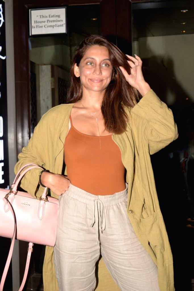 Mumbai, June 24 (IANS) VJ Anusha Dandekar is all praise for her siblings -- Shibani Dandekar and Apeksha Dandekar.