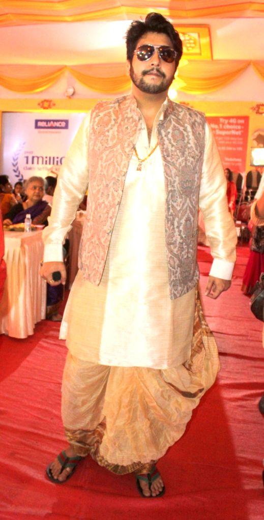 "Mumbai, June 5 (IANS) Bappa Lahiri's latest composition ""Saath do"" has a star-studded video, featuring his father Bappi Lahiri along with actors like Riya Sen, Sarah Jane Dias, Neetu Chandra, Rohit Roy, Kavita Kaushik and Jaya Prada. He says the goal - Riya Sen and Rohit Roy"