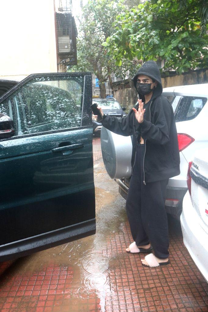 Mumbai : Khushi Kapoor Spotted Outside Gym in Santacruz on Tuesday, September 28, 2021.