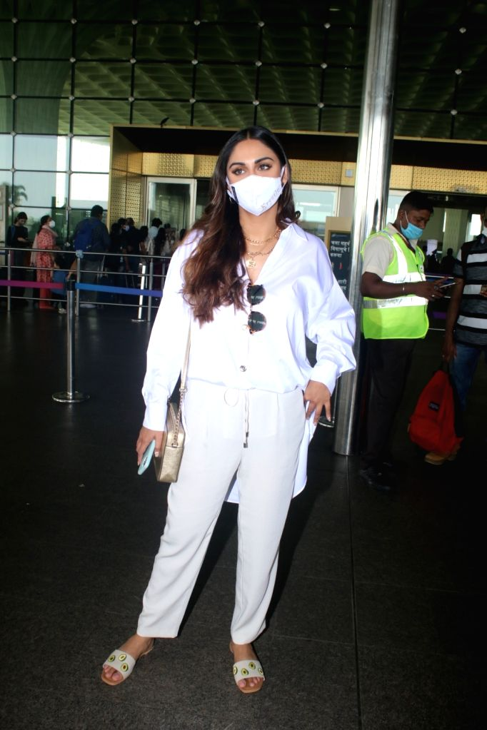 Mumbai : Krystle D'souza spotted at Airport Departure in Mumbai on Friday, October 01, 2021.