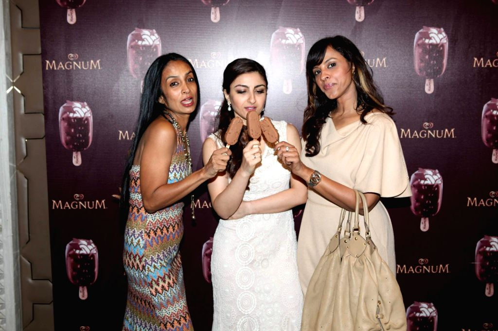 (L to R) Actors Suchitra Pillai, Soha Ali Khan and Manasi Scott during the launch of a new Choco Cappuccino flavour of HUL`s Magnum Icecream in Mumbai on Feb 22, 2015. - Suchitra Pillai, Soha Ali Khan and Manasi Scott