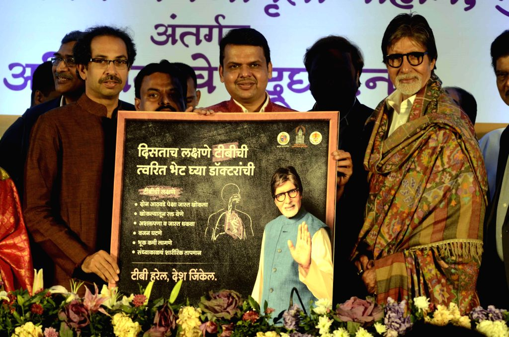 Maharashtra Chief Minister Devendra Fadnavis with actor Amitabh Bachchan and Shiv Sena chief Uddhav Thackeray at the lunch of Mumbai Mission TB Control in Mumbai, on Dec 21, 2014. - Devendra Fadnavis and Amitabh Bachchan