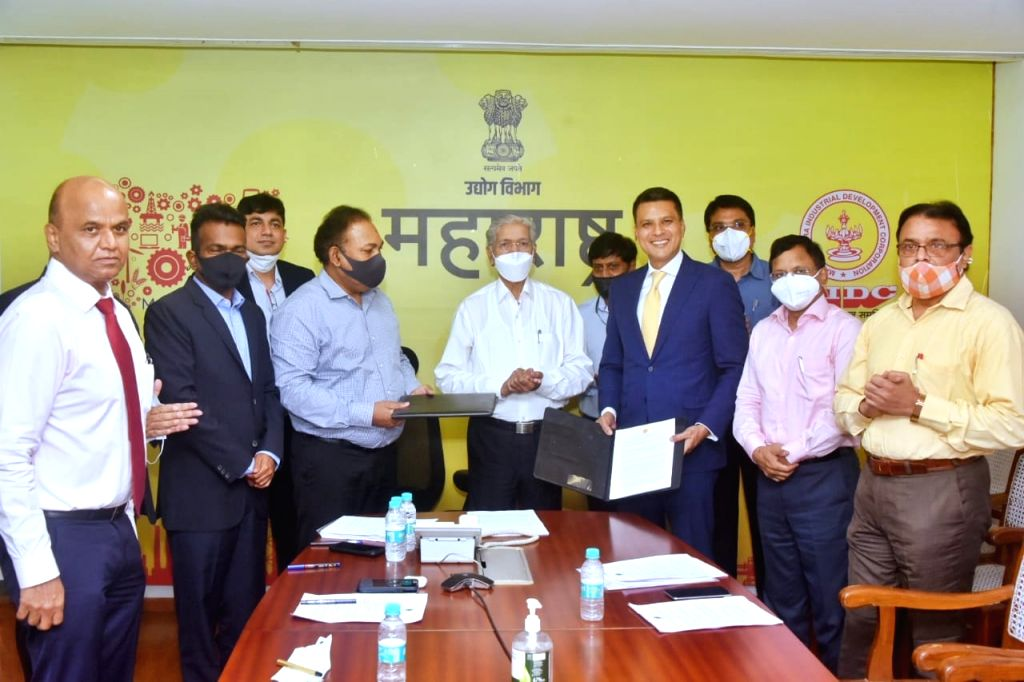 Mumbai : Maharashtra Govt and JSW Energy Ltd. sign 2 MoU's worth ₹35,500-crore to set up a hydropower plant in NASHIK and a wind power plant in Western Maharashtra to generate total 6,500-MW 'green energy' for the state.